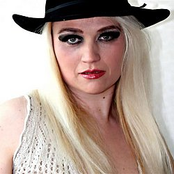 Blondine aus Nürnberg sucht Sex Treffen